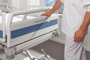 The modern hospital bed Evario by Stiegelmeyer can be easily and thoroughly cleaned.