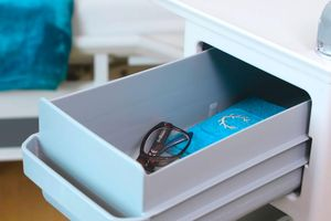 The double-sided pull-out drawer accommodates personal items such as glasses and wallets.