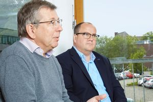 Prof. Dr. Rüdiger Ostermann (l.) and Prof. Dr. Björn Sellemann supervised the students' video project.