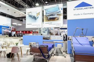 Hospital and intensive care beds characterised the trade fair stand in Dubai.