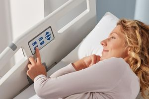 The optional control panel integrated into the Protega safety sides offer the patient practical adjustment options.